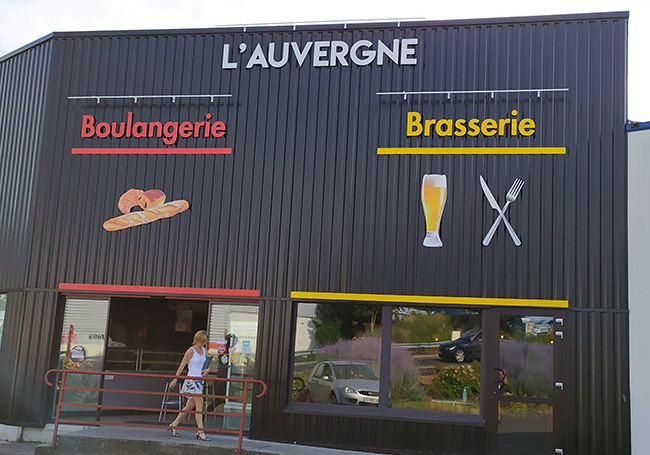 Enseigne Boulangerie Brasserie lettres et logo découpés en PVC avec contrecollage vinyle