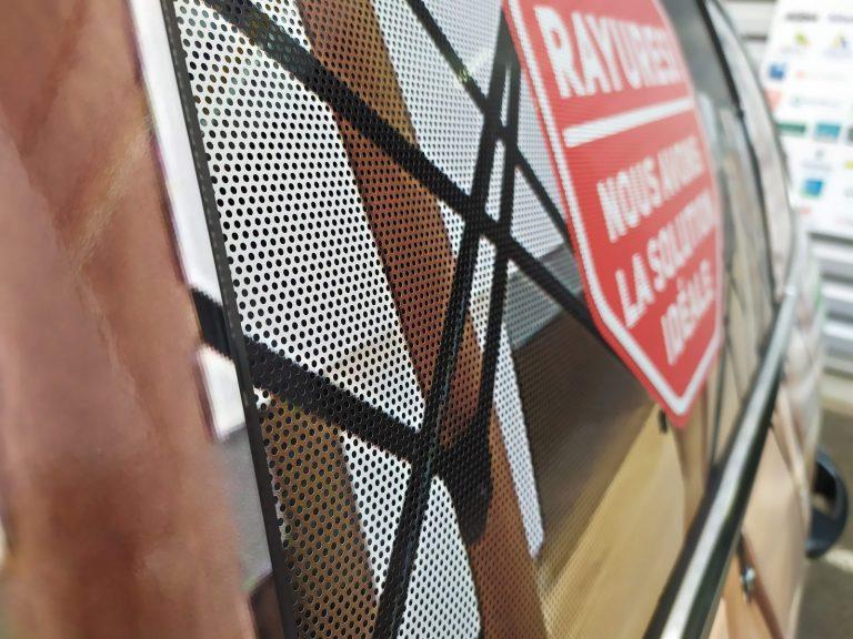 microperforé vitre latérale arrière